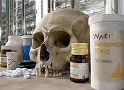 Damien Hirst crâne et médicaments