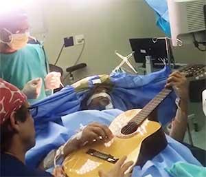 chirurgie éveillée chez le musicien