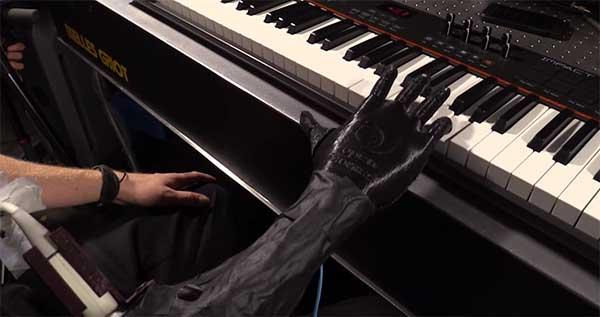 pianiste amputé main gauche
