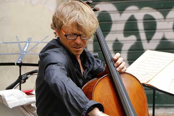 épaules des violoncellistes