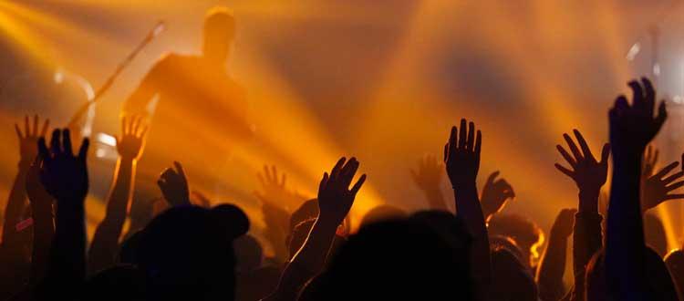 Alcool et drogues lors de festivals aggravent la perte auditive