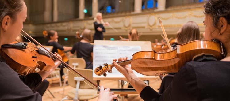 Les jeunes musiciennes ont un trac plus important que les jeunes musiciens