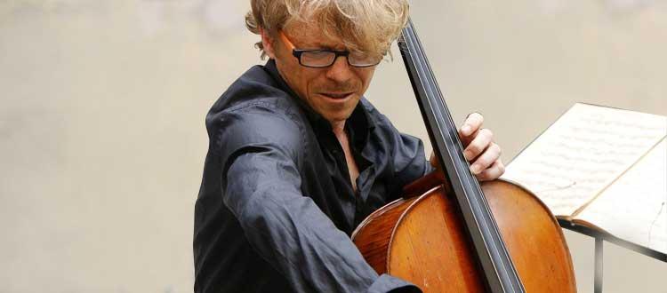 Les épaules des violoncellistes sont fragiles, protégez-les !