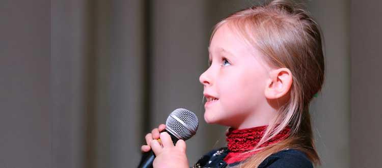 Intérêt du chant parental et de l'éducation musicale pour les enfants malentendants